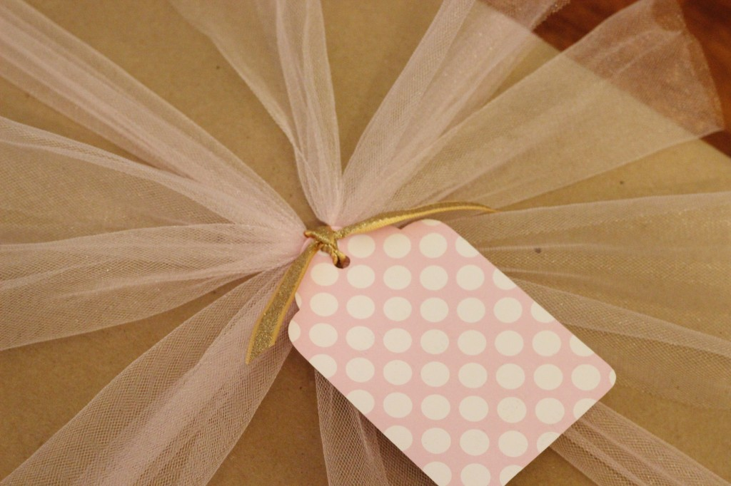 Tulle Bow Gift Wrapping