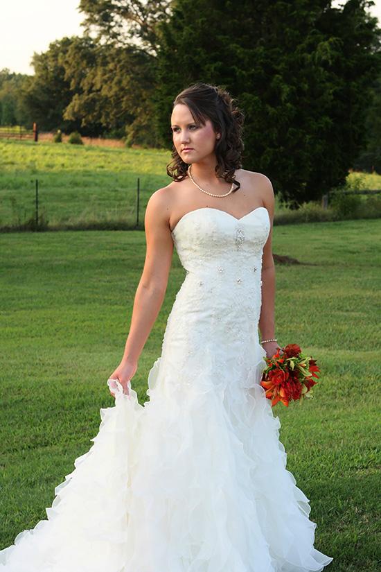 bridal portrait poses outdoors