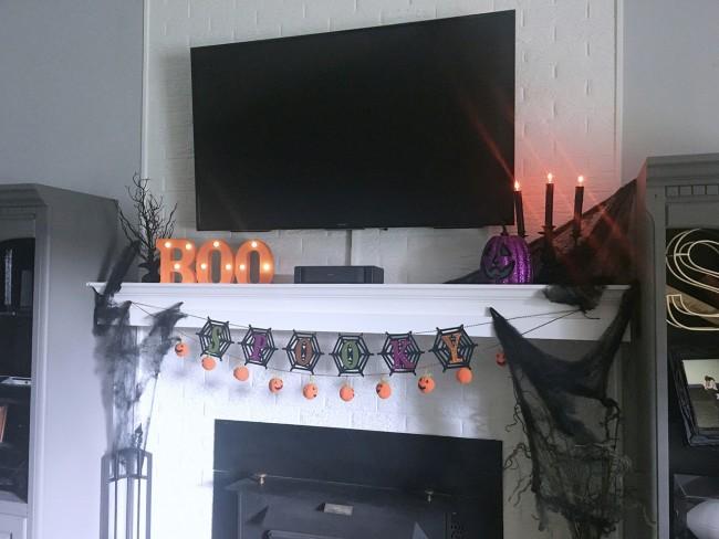 Easey Halloween Mantel