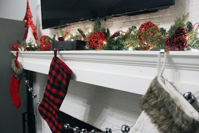farmhouse christmas mantel